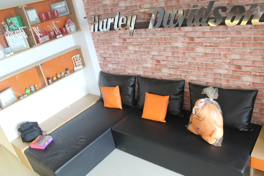Dago Suite - Harley Davidson Ruang Keluarga Gaya Industrial Oleh POWL Studio Industrial
