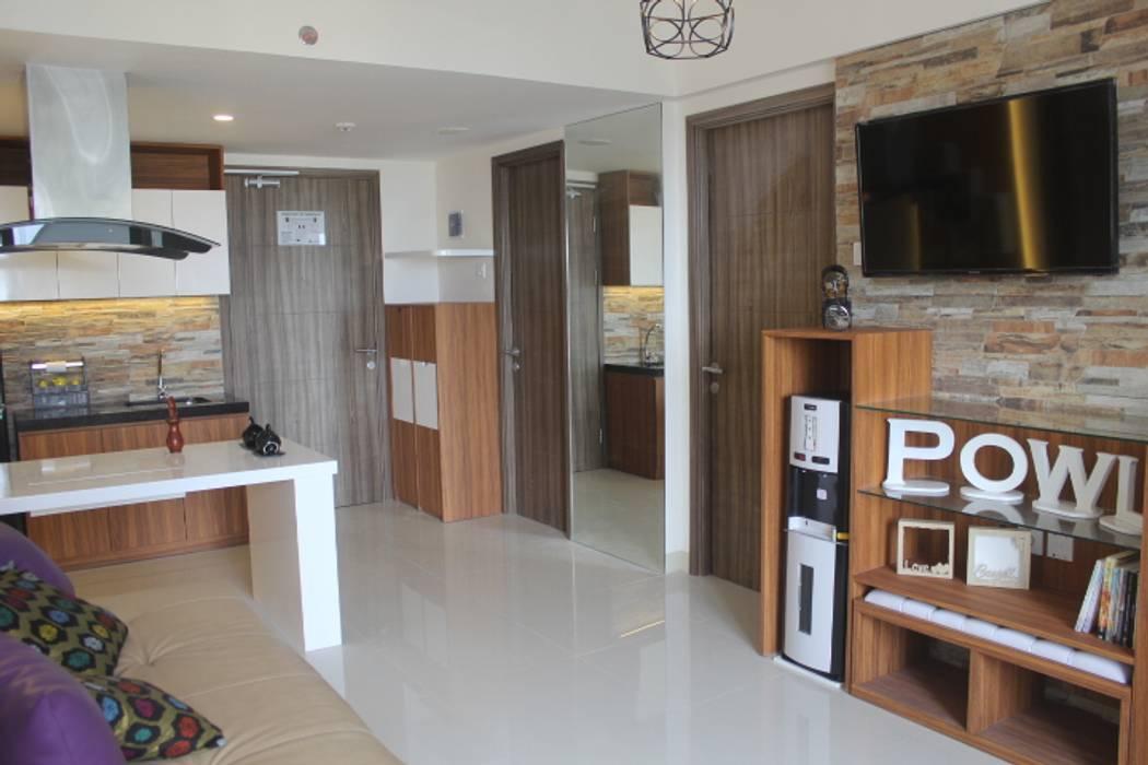 Galeri Ciumbuleuit III - Tipe 3 bedroom: Koridor dan lorong oleh POWL Studio, Modern