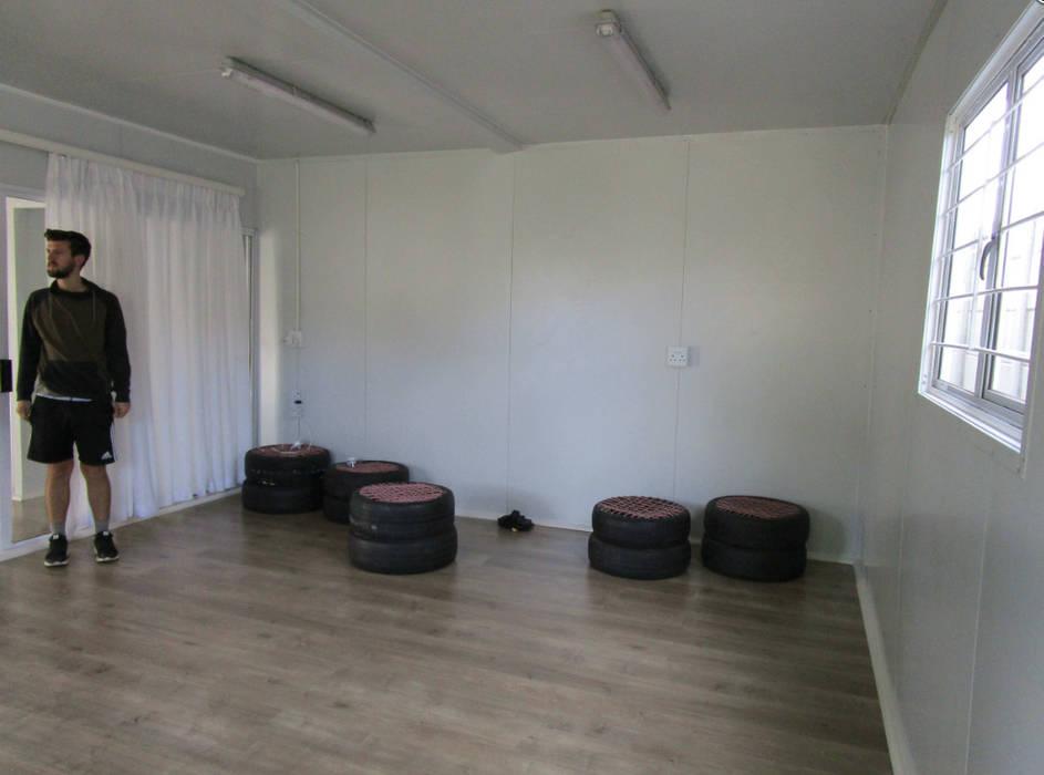 Soggiorno in stile rustico di Container Rental and Sales (Pty) Ltd Rustico