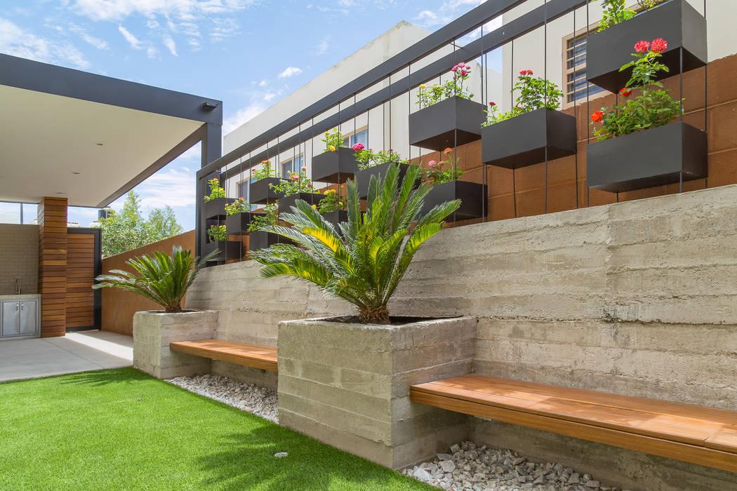 Garden by S2 Arquitectos, Minimalist