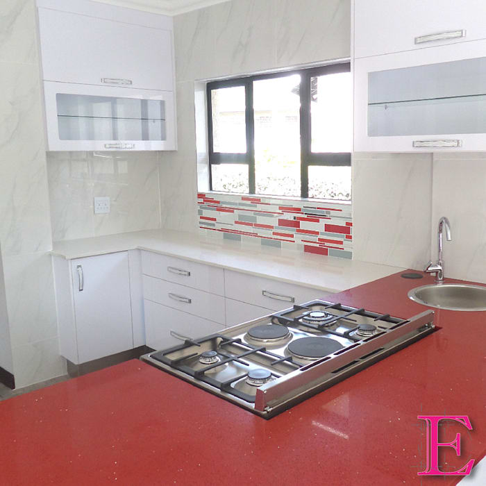 Ultra Modern Kitchen with Red Focalpoint:  Built-in kitchens by Ergo Designer Kitchens and Cabinetry,