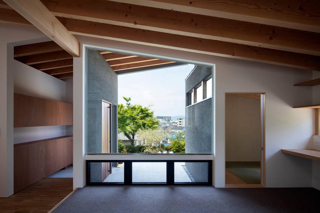 枚方の家:  井上久実設計室が手掛けた窓です。