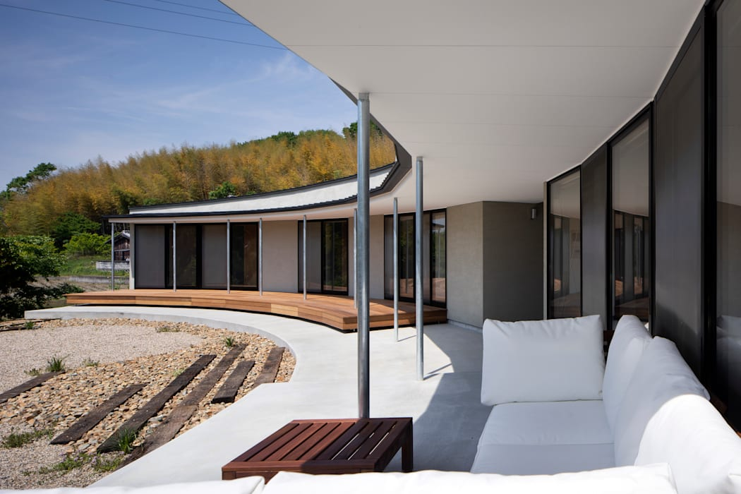 堺の家 モダンデザインの テラス の 井上久実設計室 モダン コンクリート