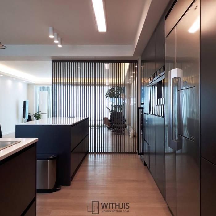 Moderne Esszimmer von WITHJIS(위드지스) Modern Aluminium/Zink