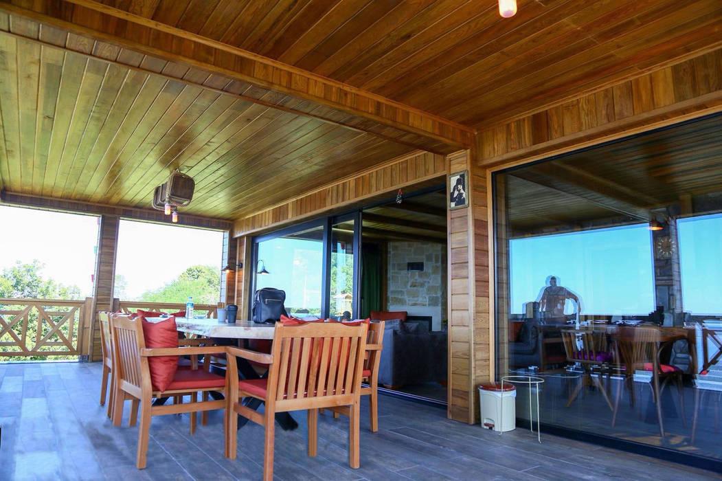 Balcones Y Terrazas Rústicos De Gürsoy Kerestecilik Rústico