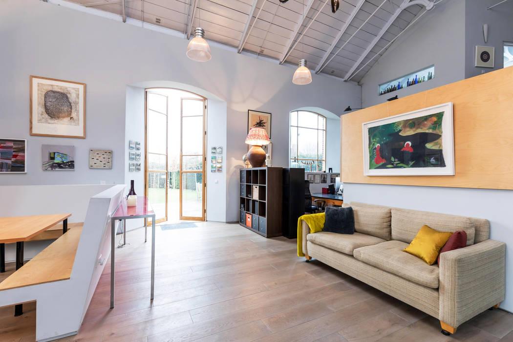 Snug Area Ruang Keluarga Gaya Eklektik Oleh dwell design Eklektik