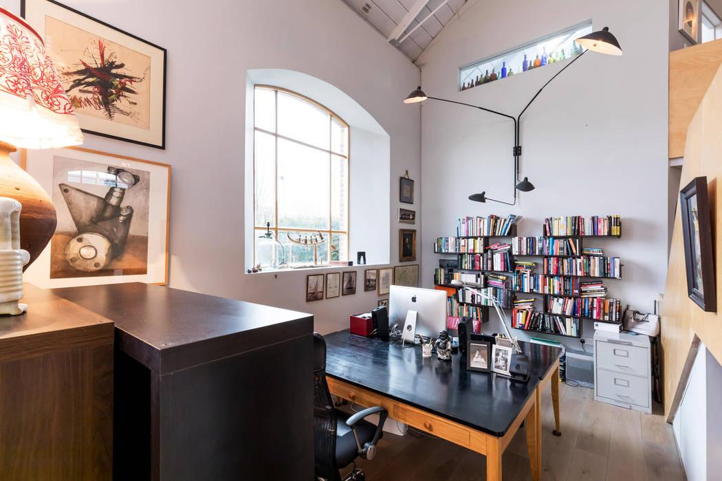 Study Area Ruang Keluarga Gaya Eklektik Oleh dwell design Eklektik