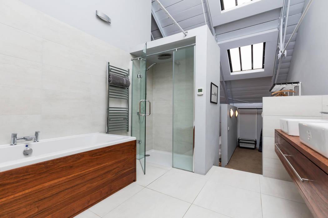 Bathroom Kamar Mandi Gaya Eklektik Oleh dwell design Eklektik