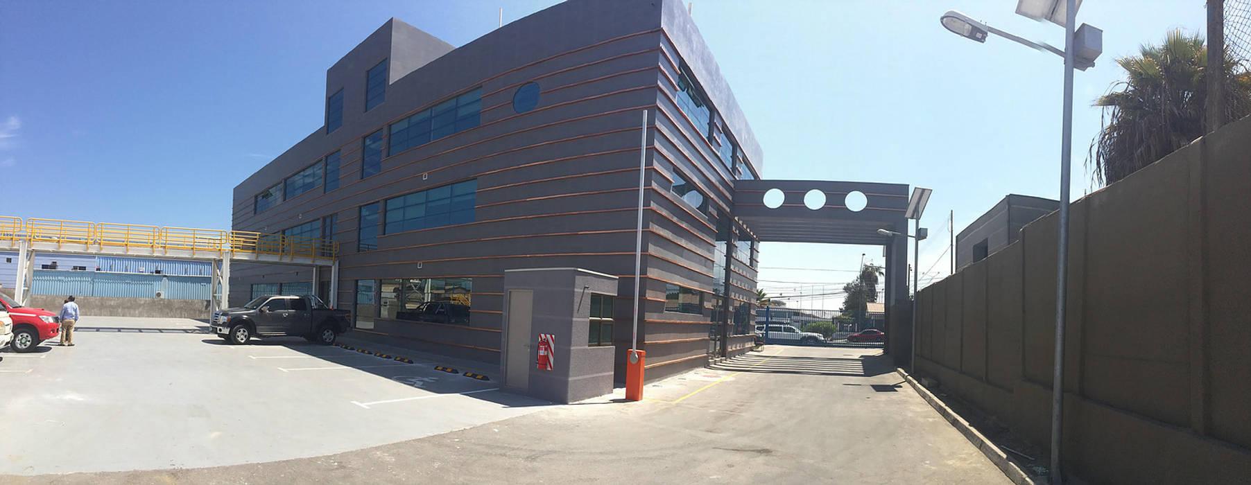 vista interior: Escuelas de estilo  por  Arquitectos Roman&Toledo