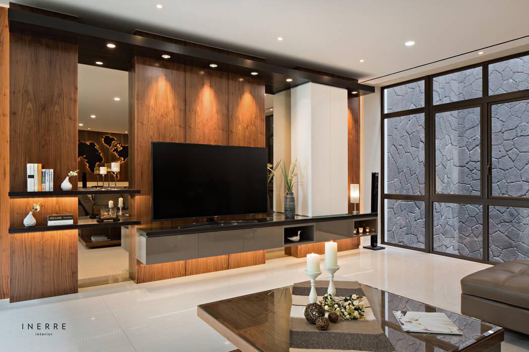 Living Room Ruang Keluarga Modern Oleh INERRE Interior Modern Kayu Wood effect