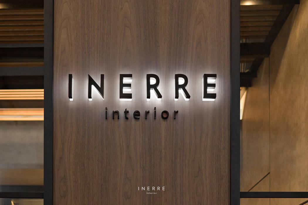 : Dinding oleh INERRE Interior,