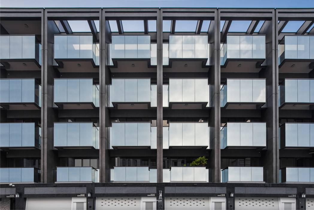 玻璃陽台是立面很重要的表情元素 竹村空間 Zhucun Design 辦公室&店面 玻璃