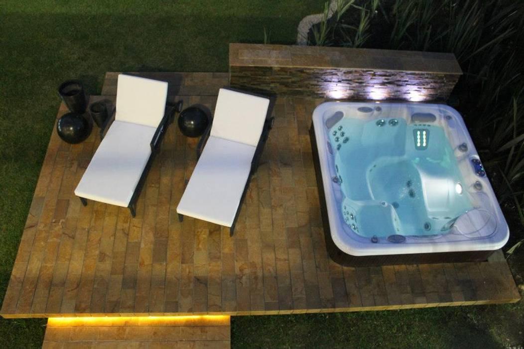 ZONA HUMEDA: Piscinas de estilo moderno por IngeniARQ Arquitectura + Ingeniería