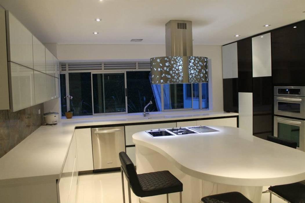 COCINA: Cocinas de estilo  por IngeniARQ Arquitectura + Ingeniería, Moderno