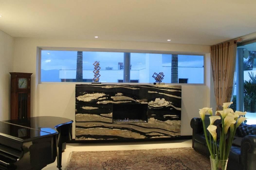 ESTUDIO: Salas de estilo moderno por IngeniARQ Arquitectura + Ingeniería