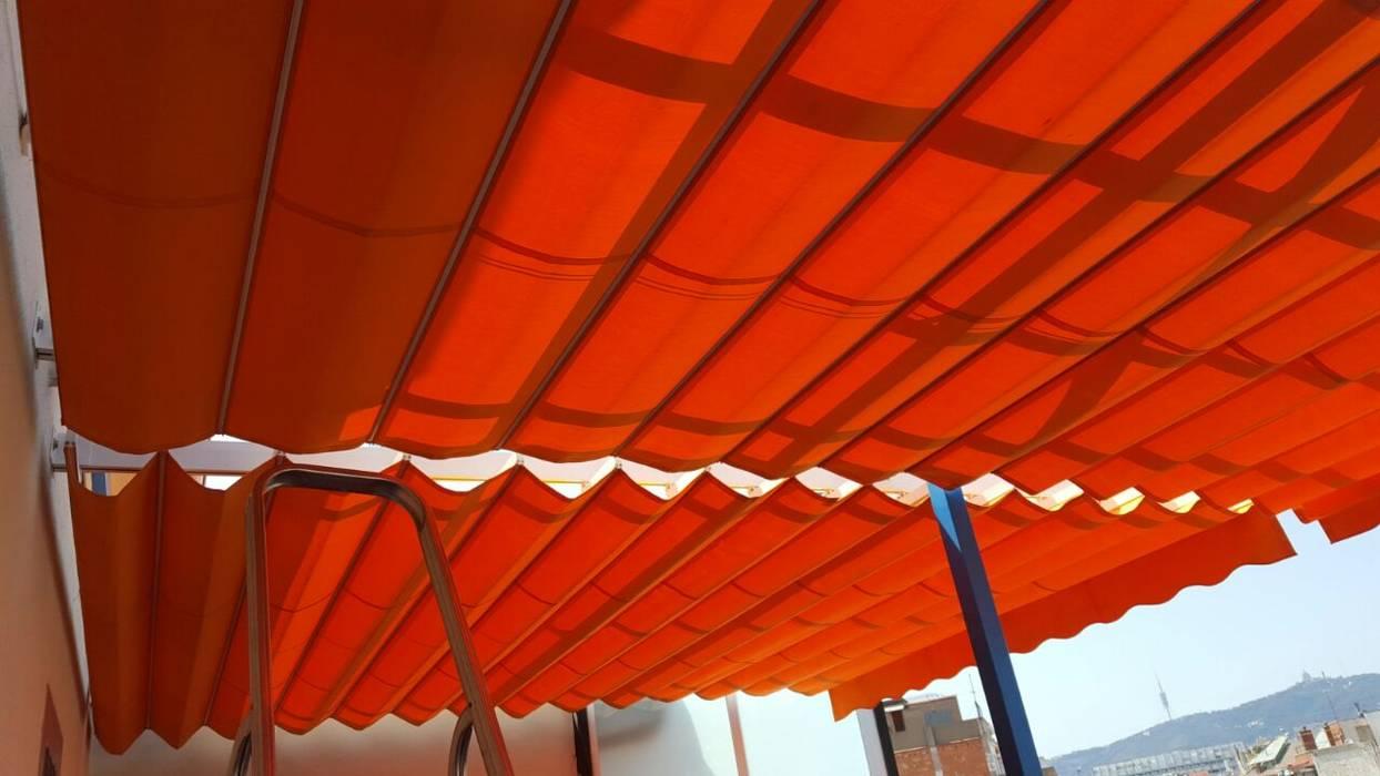 Toldos  En Barcelona por Toldos Clot: Balcones y terrazas de estilo  de TOLDOS CLOT, S.L.