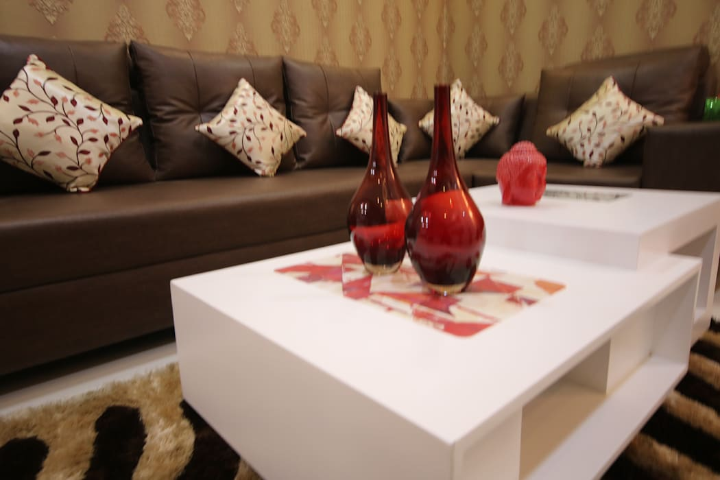 Living Room | Coffee Table Decor:  Living room by Enrich Interiors & Decors