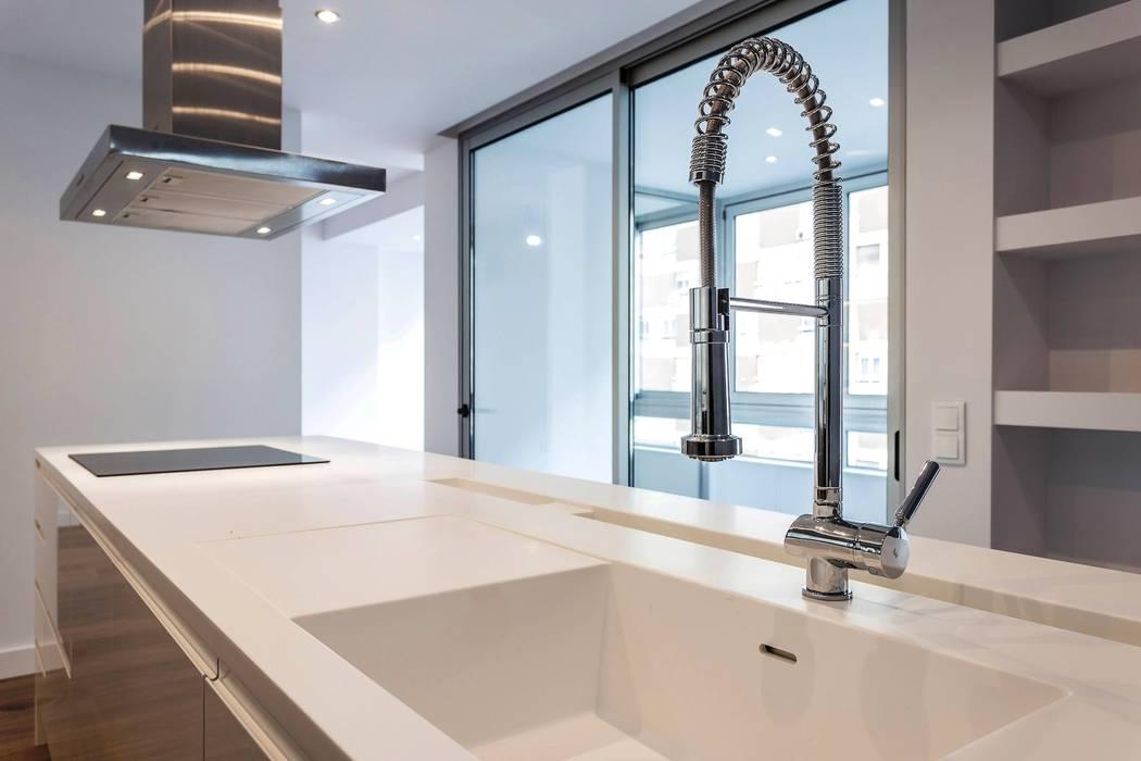 Tradição e Modernismo: Cozinha  por DIONI Home Design