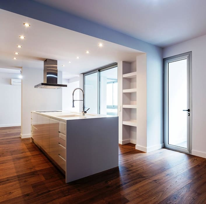 Tradição e Modernismo:   por DIONI Home Design,Moderno MDF