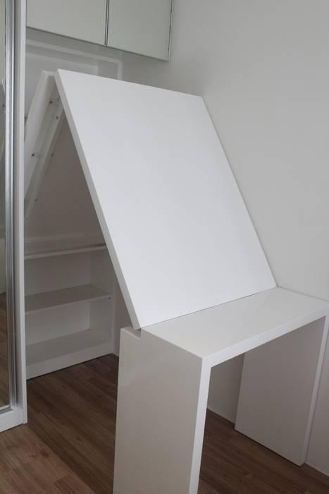 Apartemen Landmark II - Tipe  2 Bedroom (Design I): Study/office oleh POWL Studio,