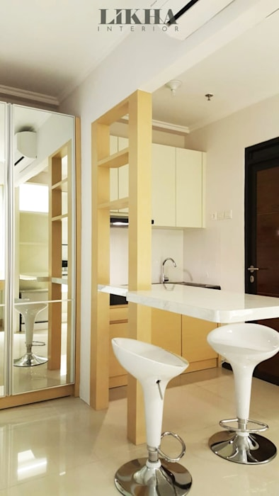 Area Dapur + Mini Bar: Dapur built in oleh Likha Interior, Minimalis Kayu Lapis