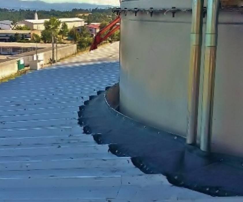 Casas multifamiliares de estilo  por EFFISUS - Excellence in Weatherproofing Solutions