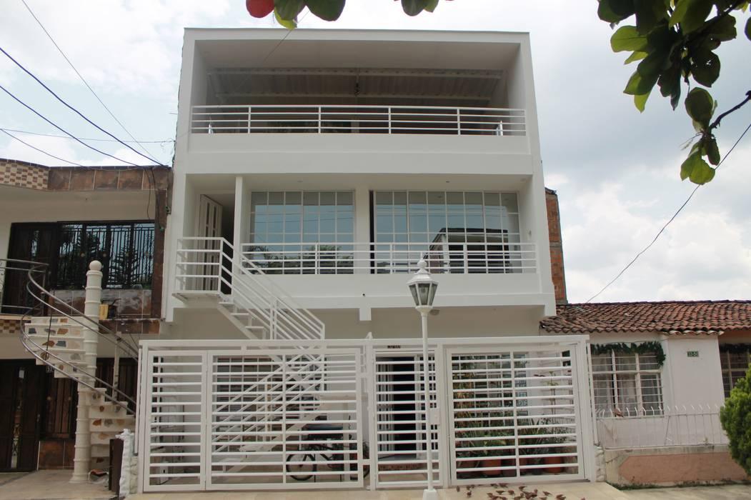 FACHADA PRINCIPAL 2 Casas modernas de IngeniARQ Arquitectura + Ingeniería Moderno