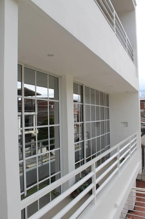 BALCONES: Terrazas de estilo  por IngeniARQ Arquitectura + Ingeniería