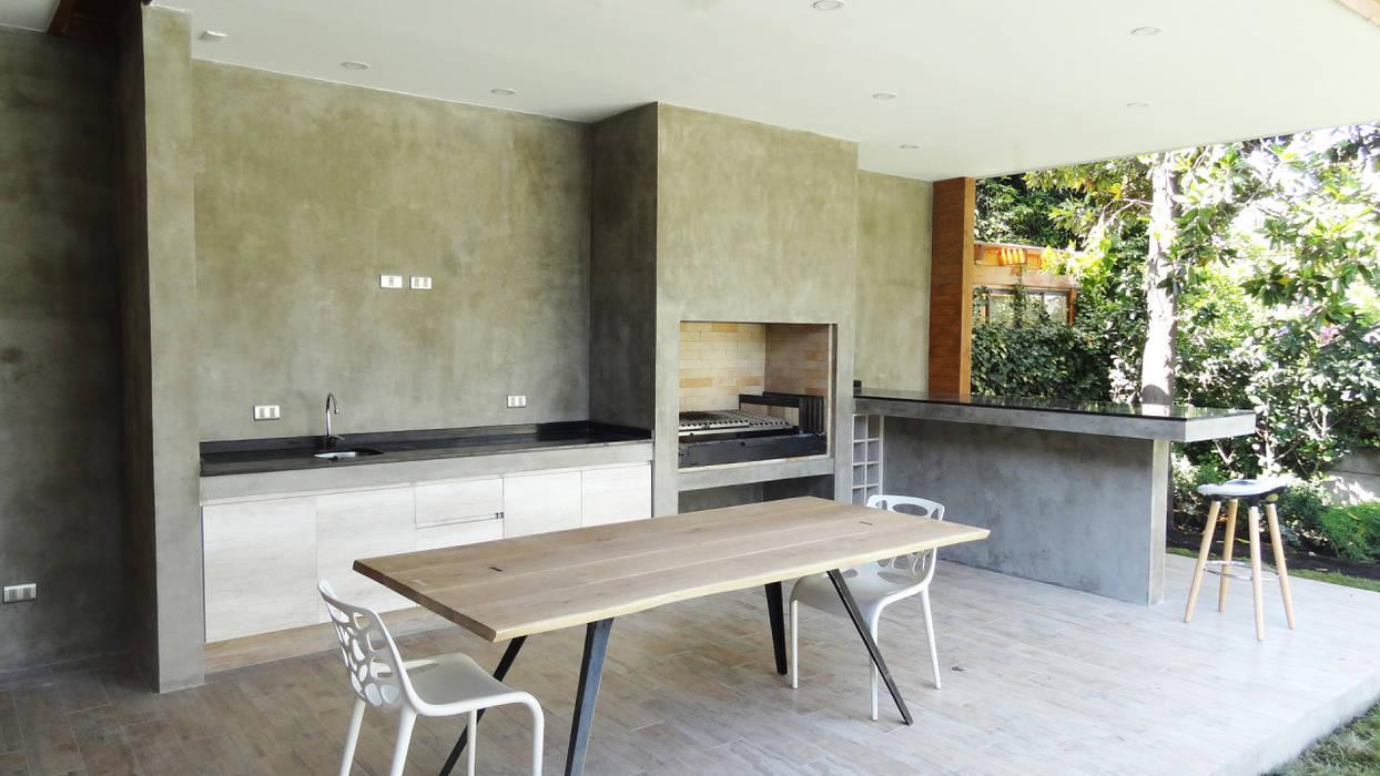 Minimalistische Esszimmer von m2 estudio arquitectos - Santiago Minimalistisch Beton