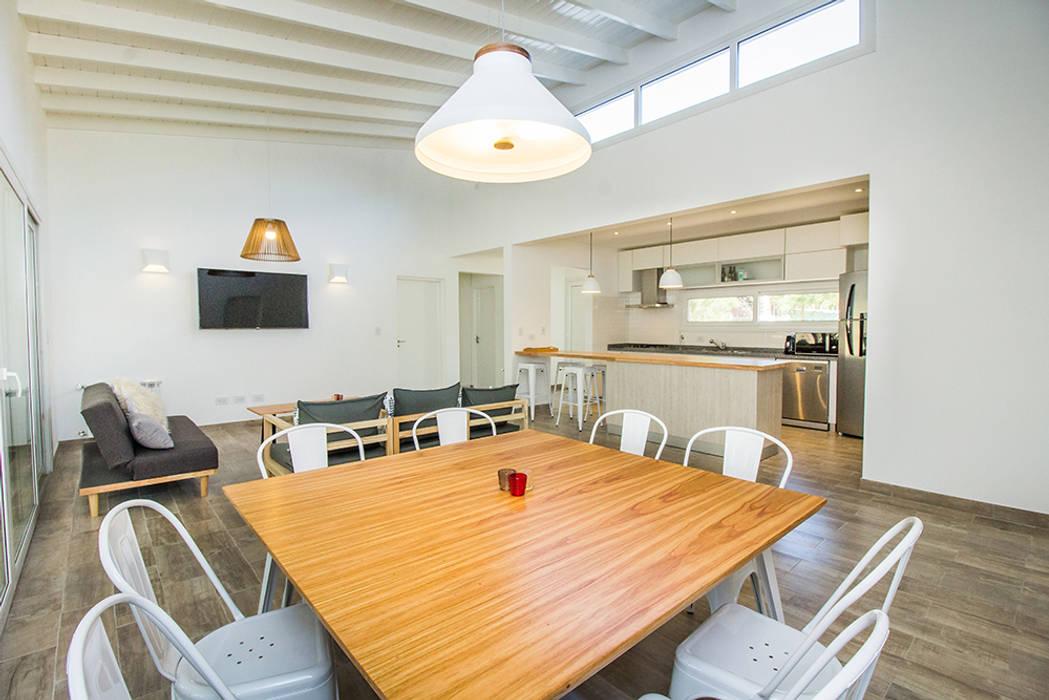 Casa 390 Deportivo por JOM HOUSES: Comedores de estilo  por JOM HOUSES