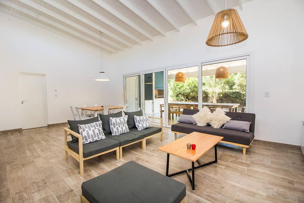 Casa 390 Deportivo por JOM HOUSES Livings modernos: Ideas, imágenes y decoración de JOM HOUSES Moderno