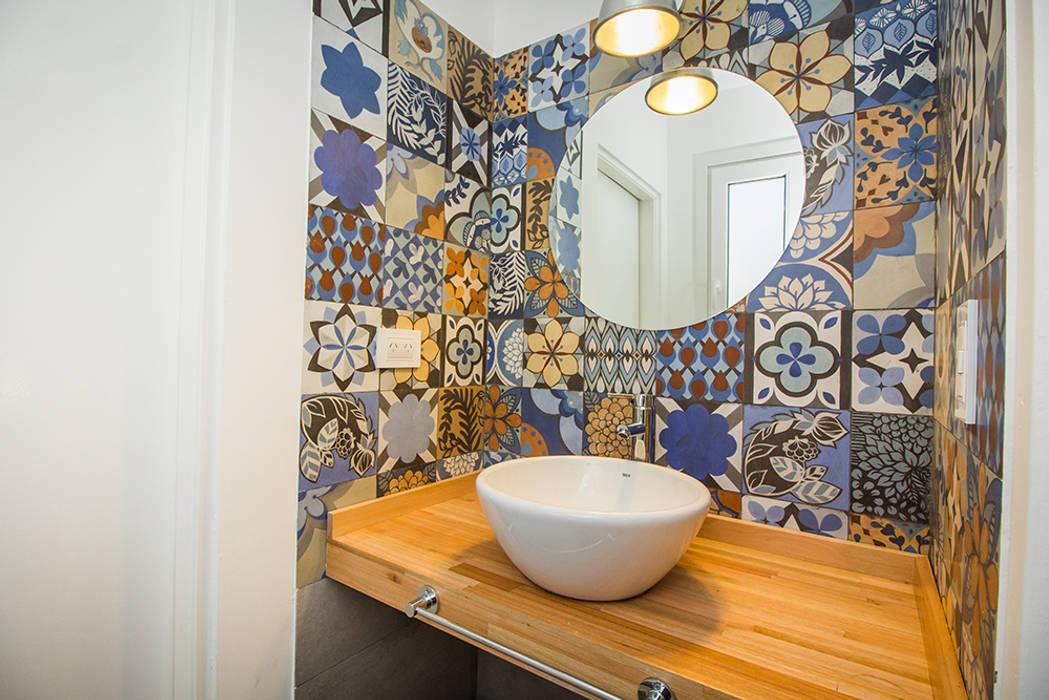 Baños de estilo moderno de JOM HOUSES Moderno