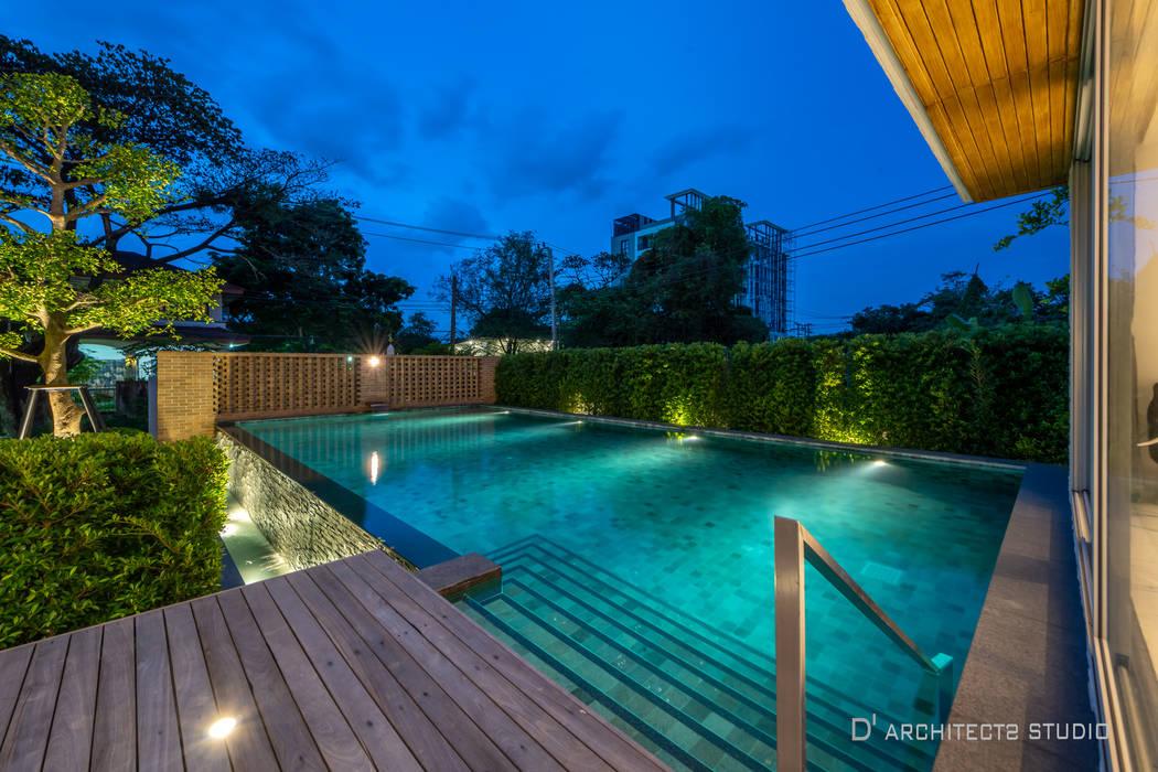 LINEAGE HOUSES:  สระว่ายน้ำ โดย D' Architects Studio,