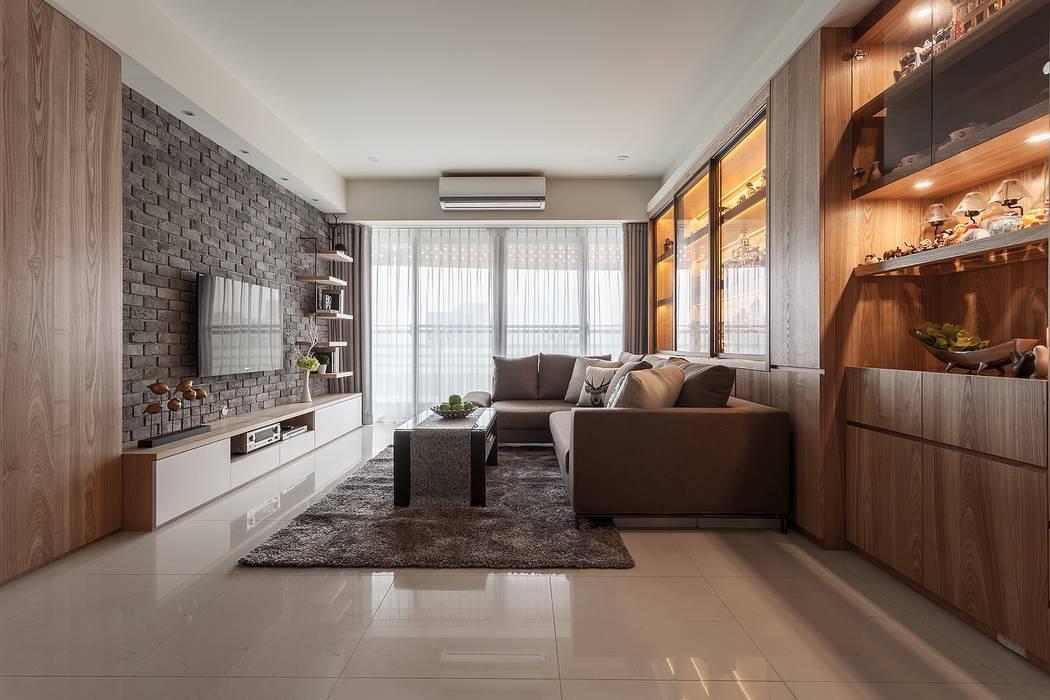 樂高達人居所 现代客厅設計點子、靈感 & 圖片 根據 鼎士達室內裝修企劃 現代風 實木 Multicolored