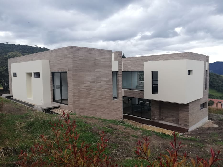 FACHADA SUR : Casas de estilo  por IngeniARQ Arquitectura + Ingeniería