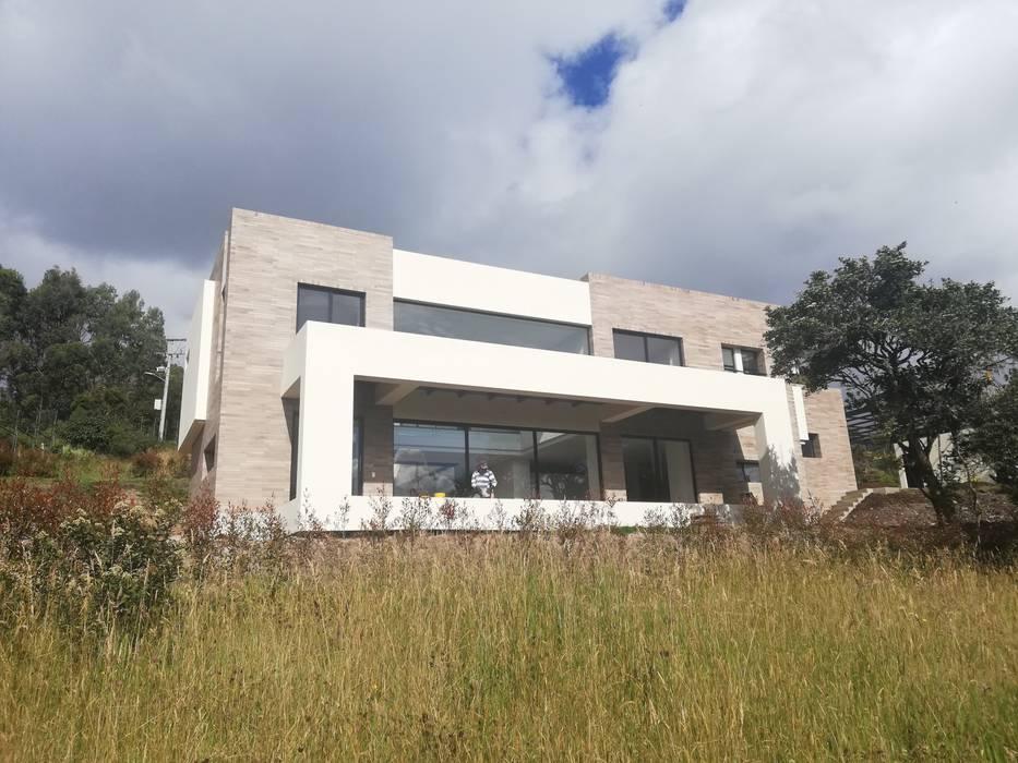 FACHADA PRINCIPAL: Casas de estilo  por IngeniARQ Arquitectura + Ingeniería, Moderno