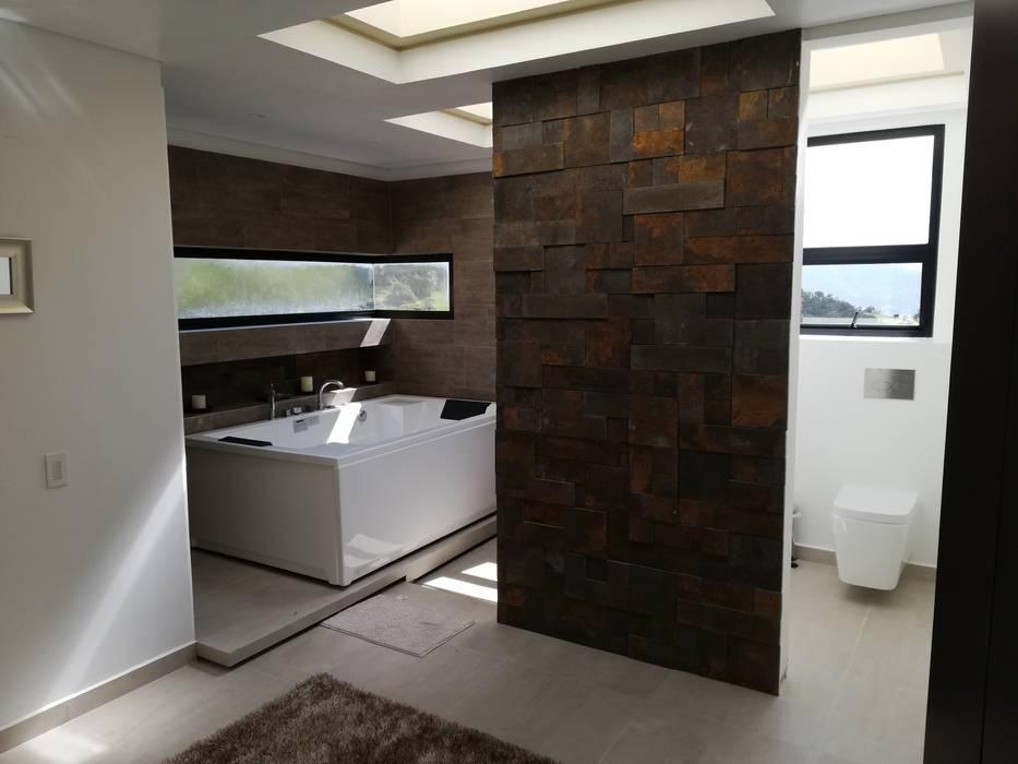 BAÑO PRINCIPAL: Baños de estilo moderno por IngeniARQ Arquitectura + Ingeniería