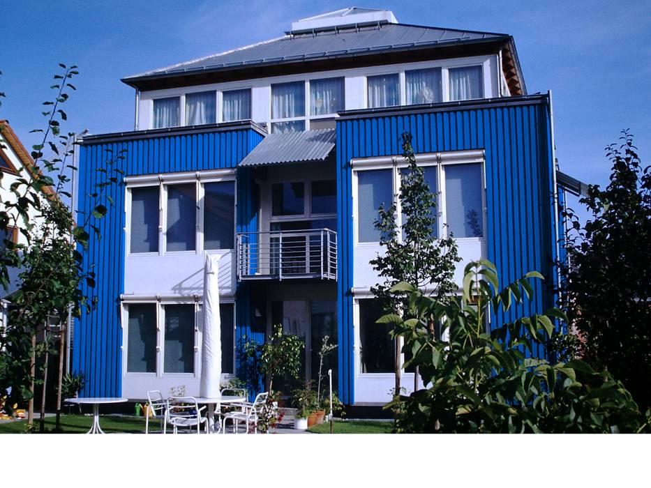 Junker Architekten Casas estilo moderno: ideas, arquitectura e imágenes Madera Azul