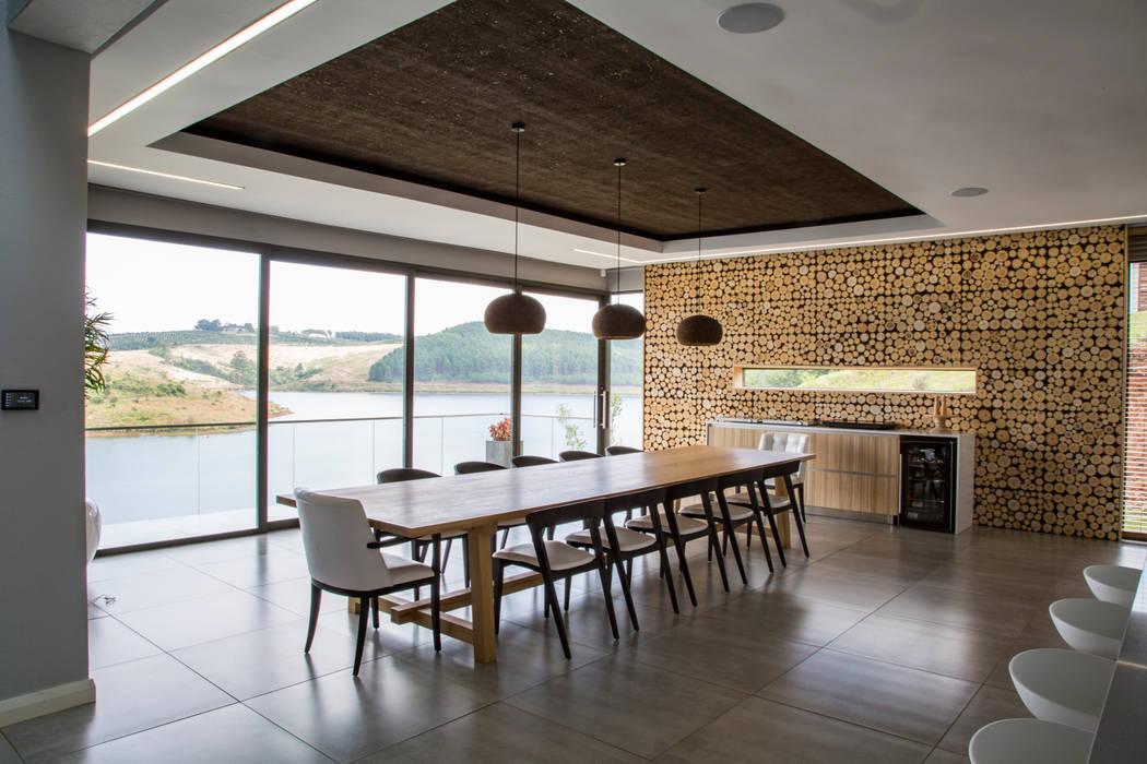 Dining Room:  Dining room by AB DESIGN, Minimalist