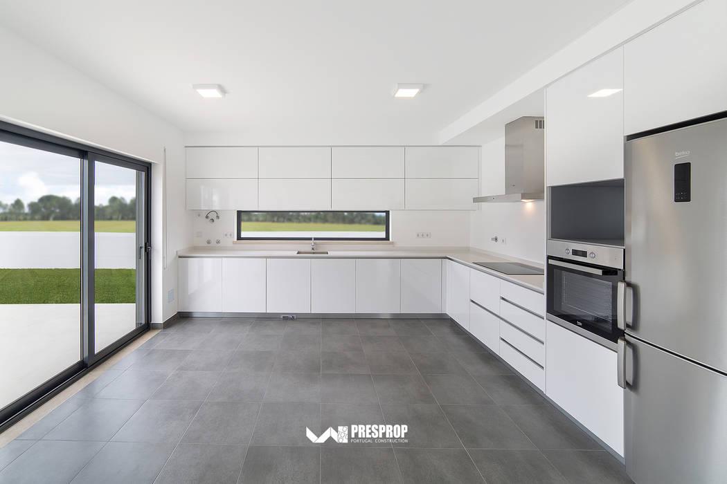 Infante: Cozinhas  por Presprop - Portugal Construction ,Moderno