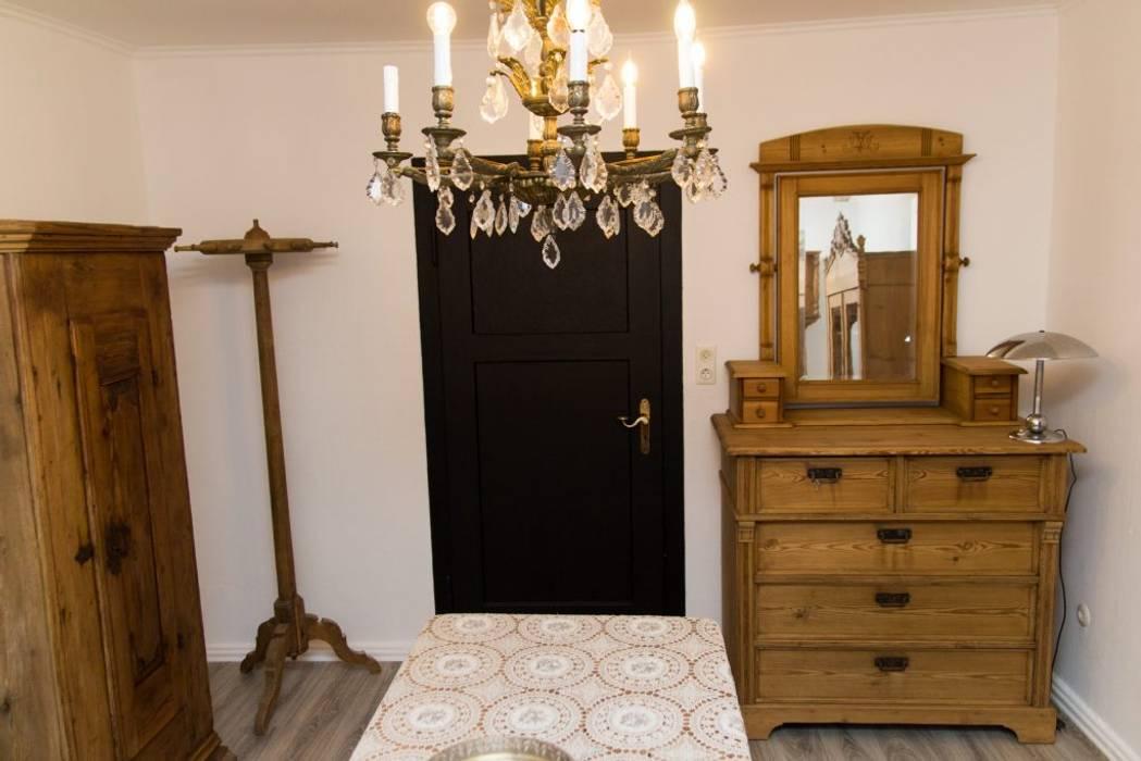 Antike kommode wohnzimmer im landhausstil von antik karl ...