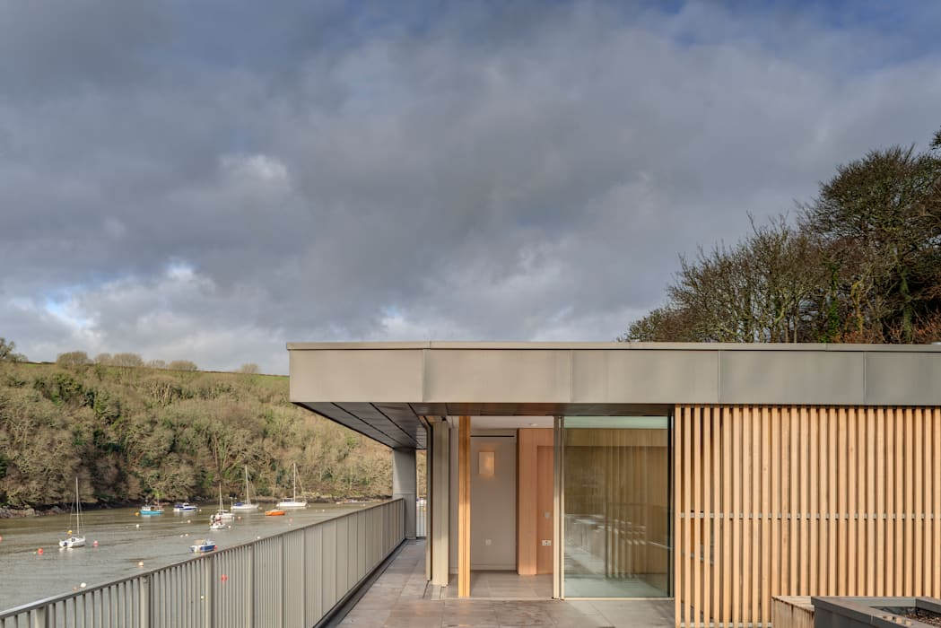 Old Quay:  Detached home by IQ Glass UK, Minimalist Glass