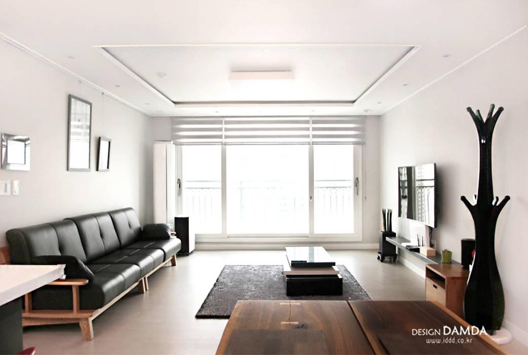 논현동 에코메트로 33평: 디자인담다의  거실