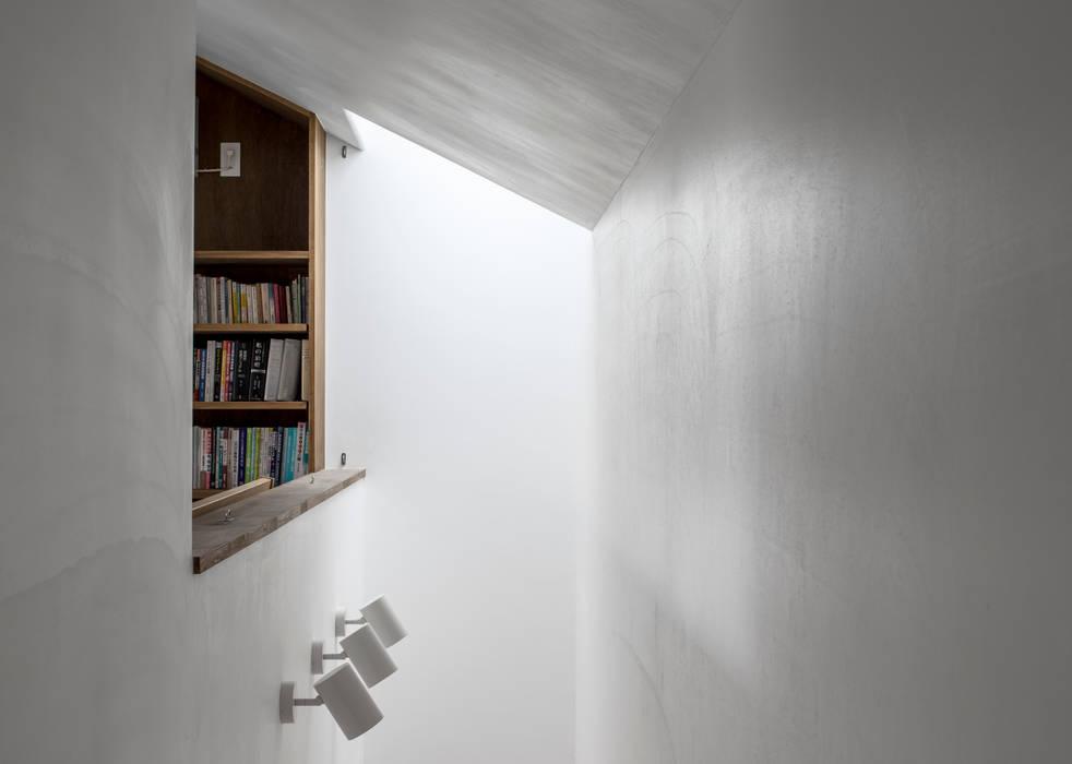 井の頭О邸: 遠藤誠建築設計事務所(MAKOTO ENDO ARCHITECTS)が手掛けた壁です。,北欧
