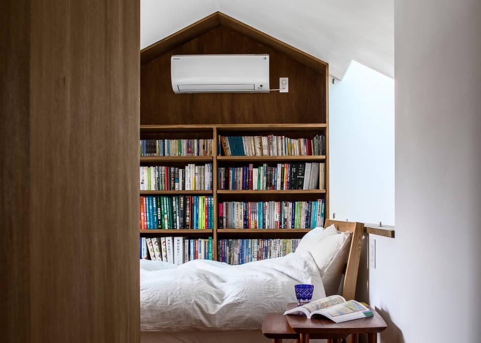 Dormitorios de estilo escandinavo de 遠藤誠建築設計事務所(MAKOTO ENDO ARCHITECTS) Escandinavo