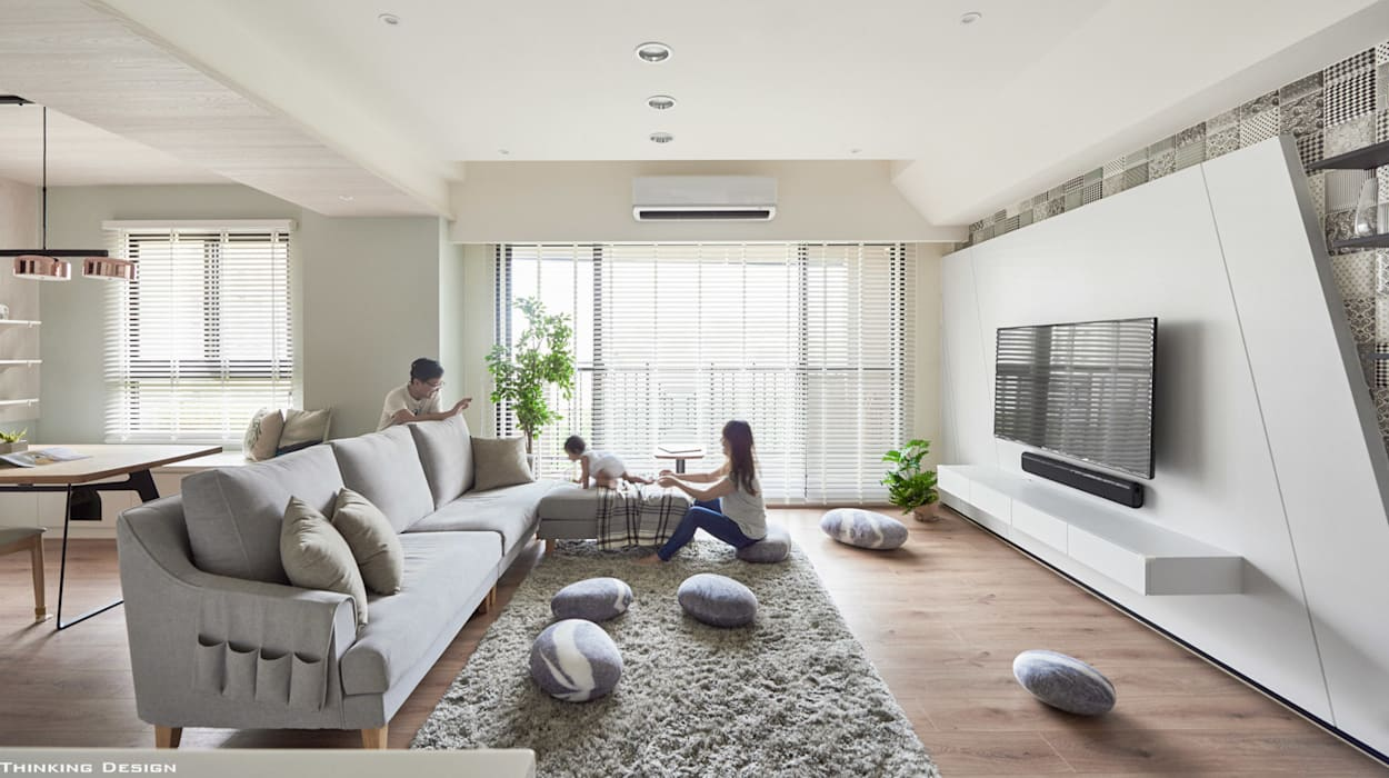 family+(cat*5)=home 现代客厅設計點子、靈感 & 圖片 根據 思維空間設計 現代風
