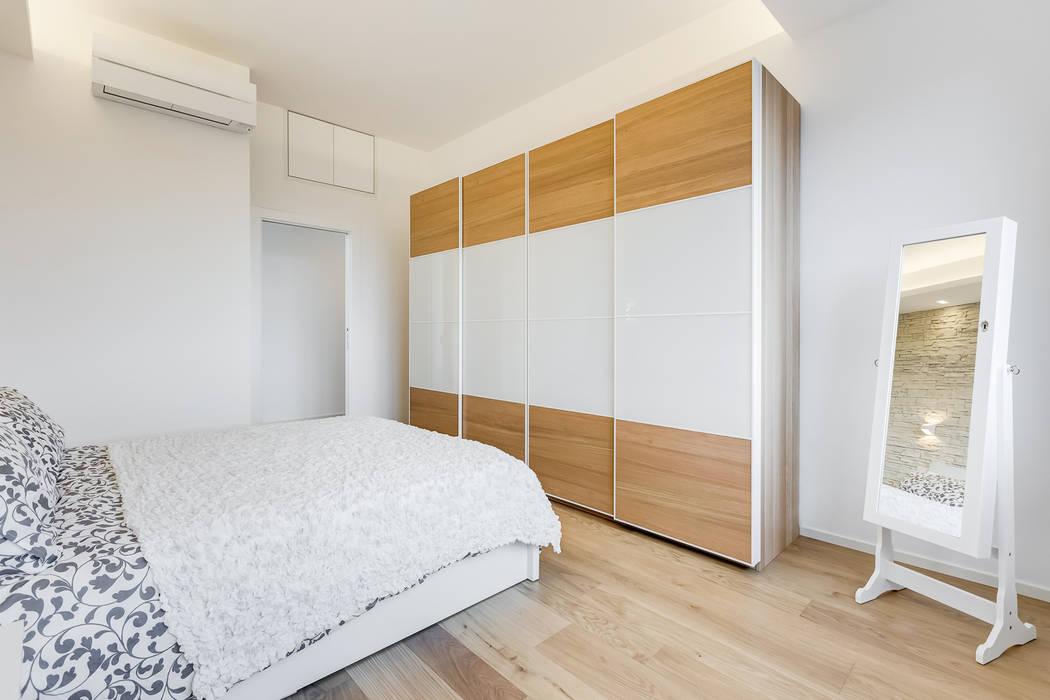 Don Bosco minimal design: Camera da letto in stile  di EF_Archidesign