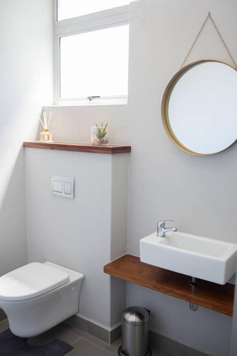 Modern Bathroom by Cecilia Architects CC Modern