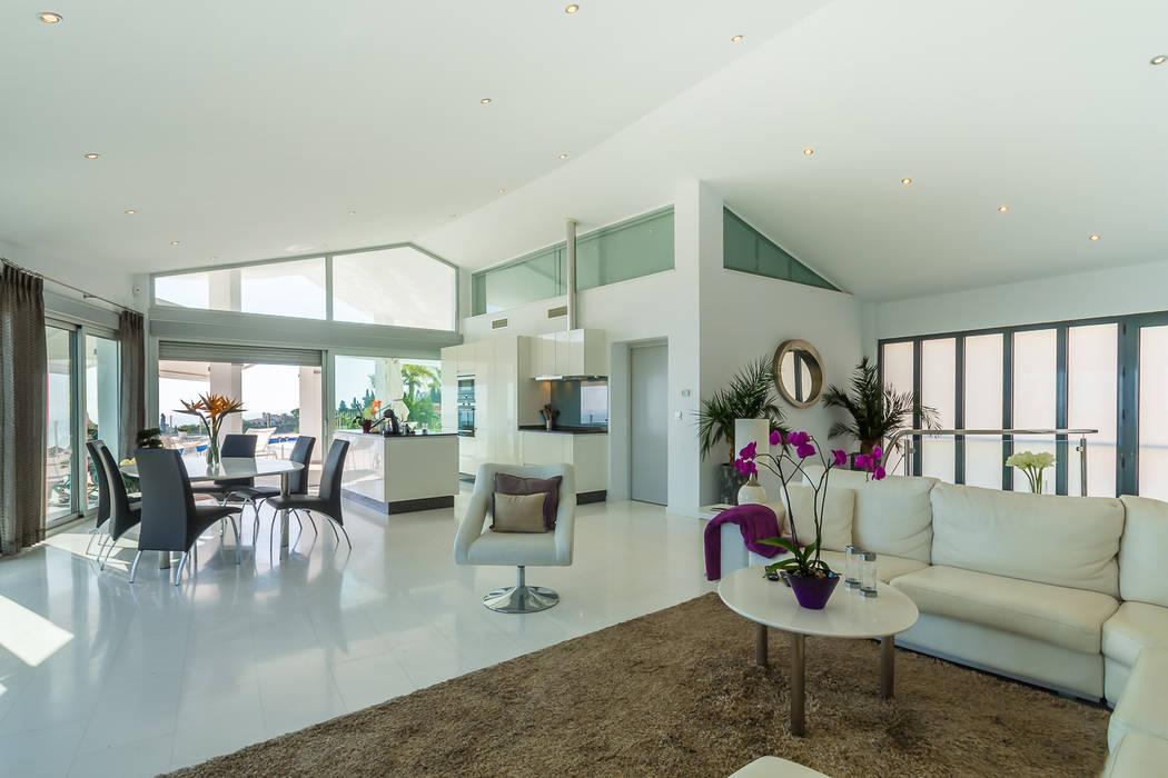 Ruang Keluarga Minimalis Oleh Home & Haus | Home Staging & Fotografía Minimalis