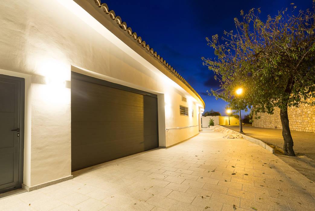 Rumah Minimalis Oleh Home & Haus   Home Staging & Fotografía Minimalis